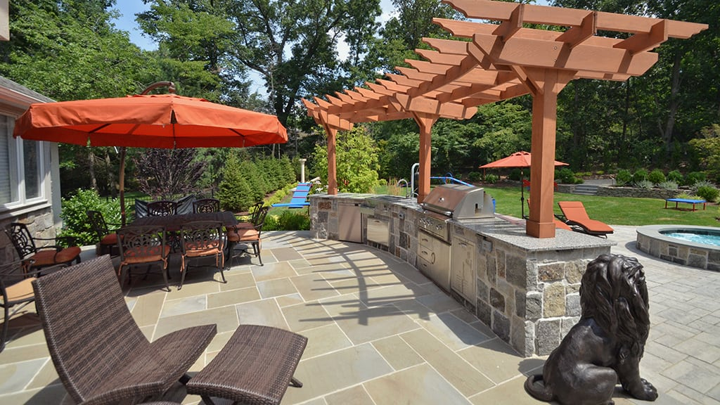 Outdoor Living and Dining Entertaining Area with Kitchen