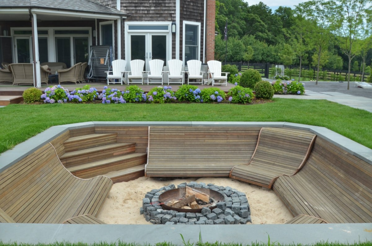 Outdoor Living and Entertaining Sunken Firepit with Built-In Seating