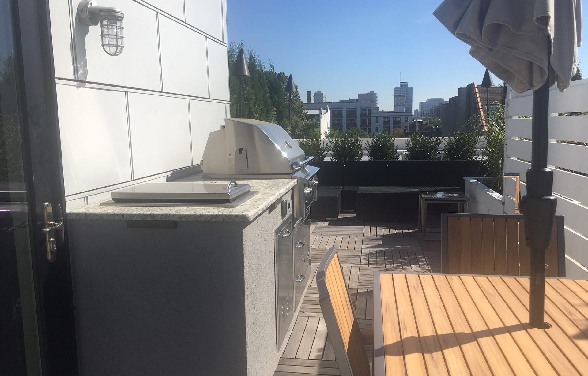 Outdoor Kitchen with Grill, Trash Drawer and Small Ice Chest