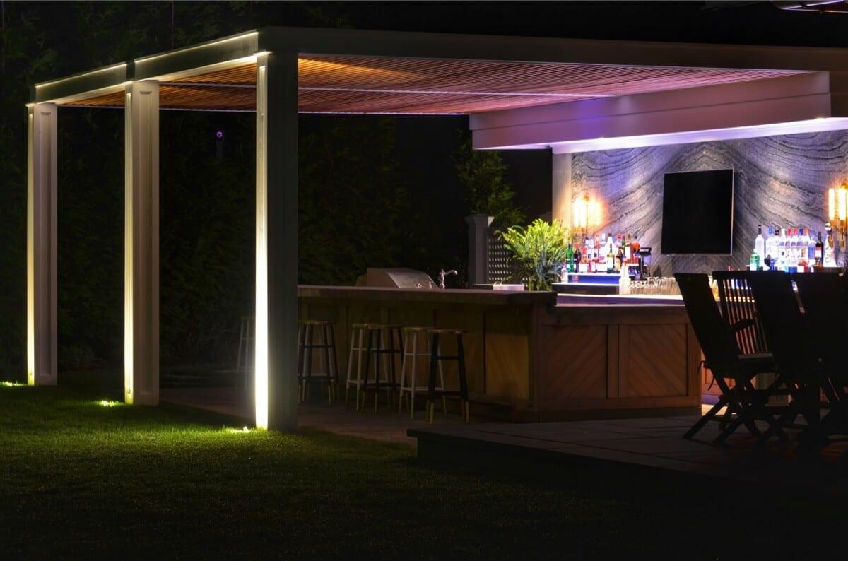 Backyard Bar and Kitchen with Large Marble Slab Backsplash