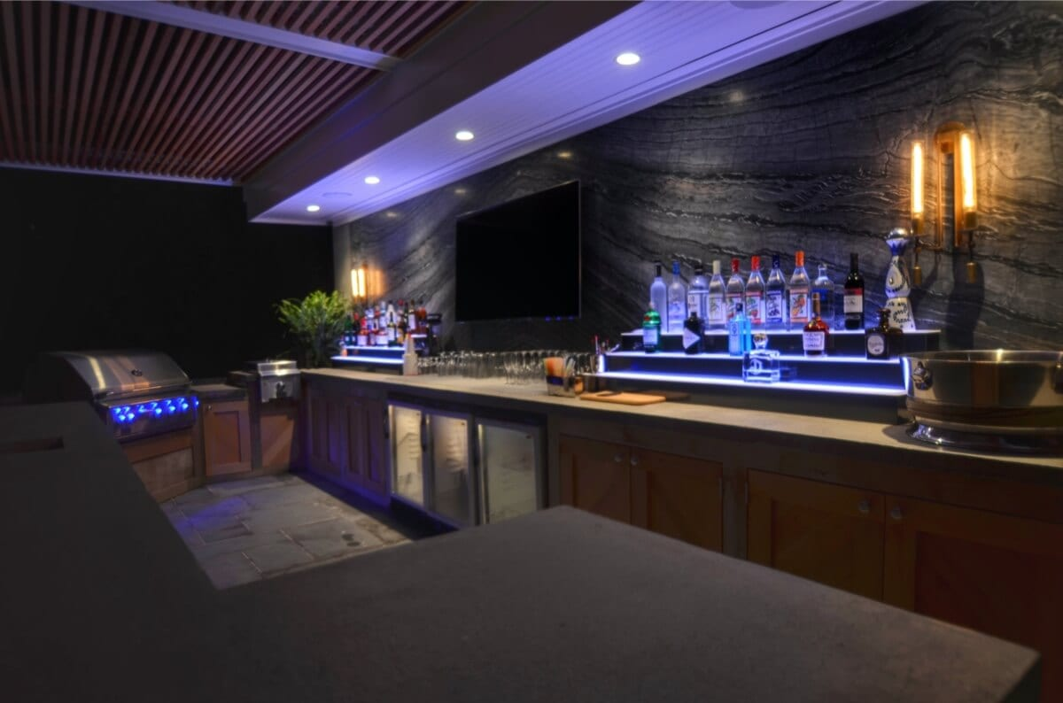 Outdoor Bar and Kitchen with Marble Slab Backsplash and Lighting