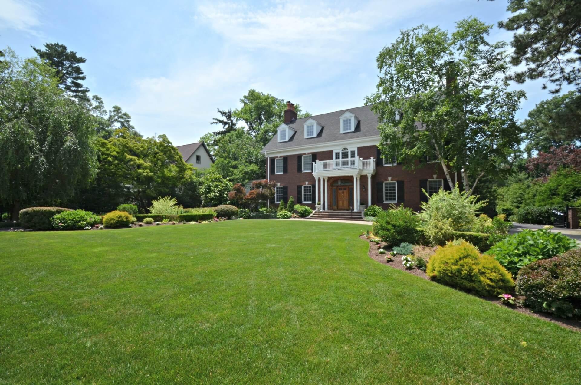 Glen Ridge NJ Georgian style home and landscaping