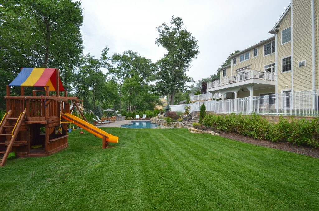 backyard swingset kid friendly