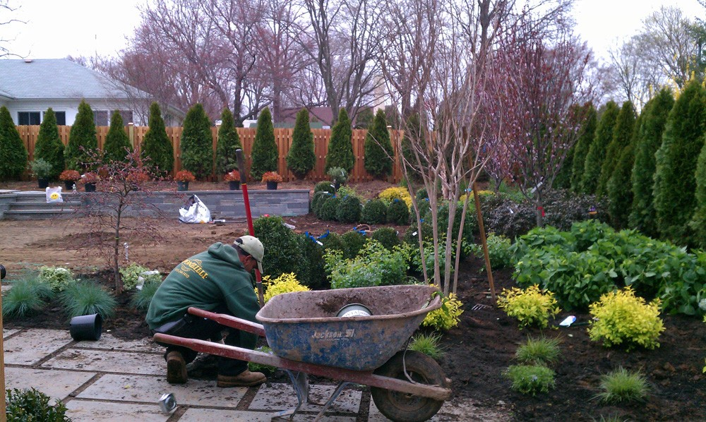 Landscape maintenance sponzilli landscape group for Gardening and maintenance