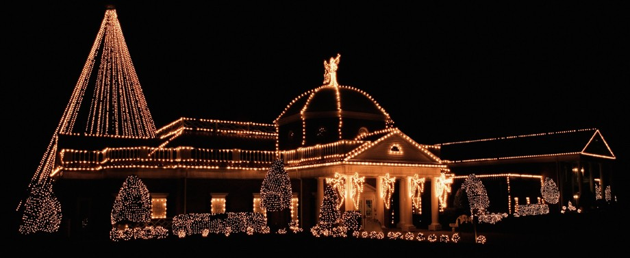 Outdoor holiday decorating tips outdoor christmas lighting aloadofball Images