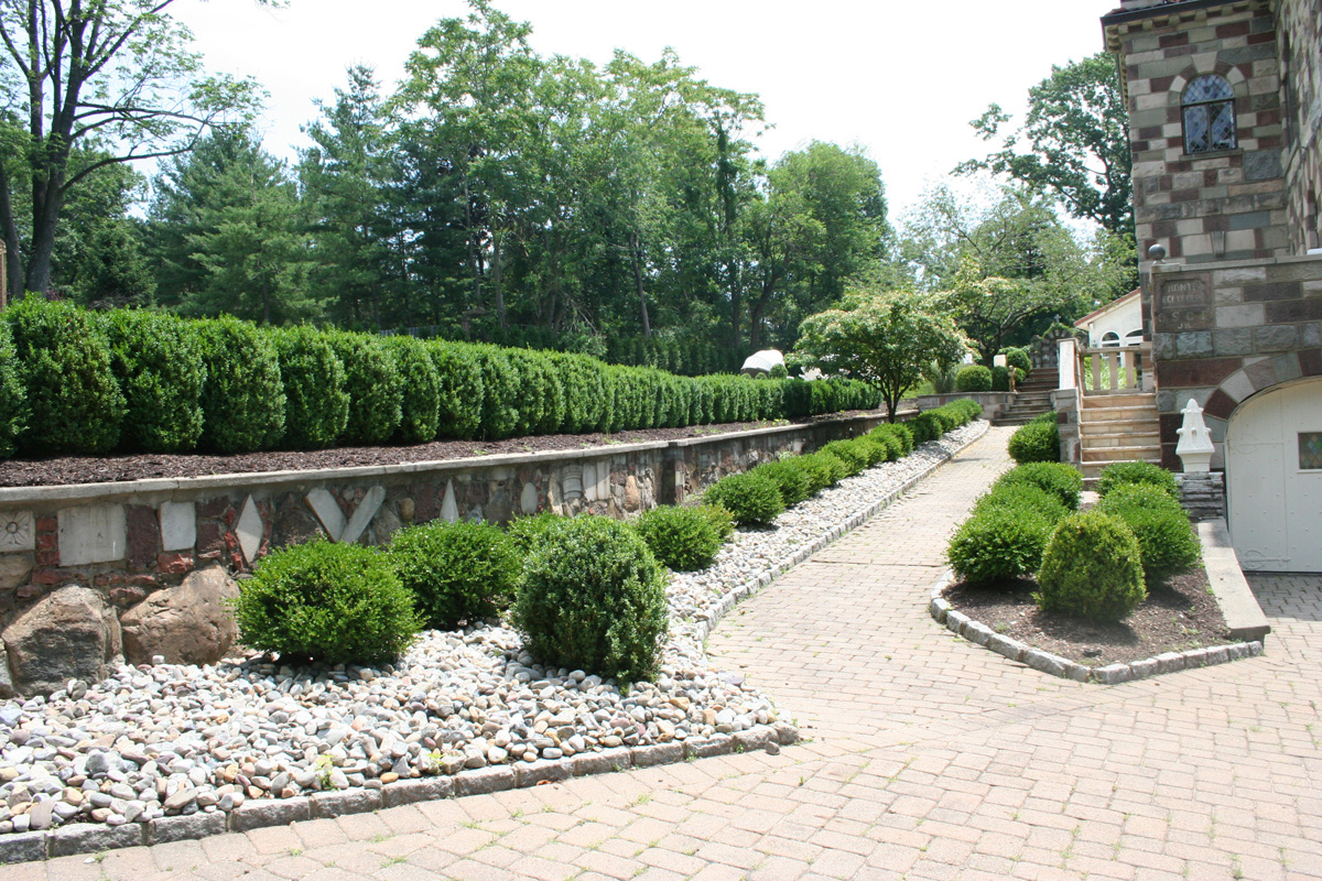 Sponzilli landscape group residential landscape design for Images of garden designs